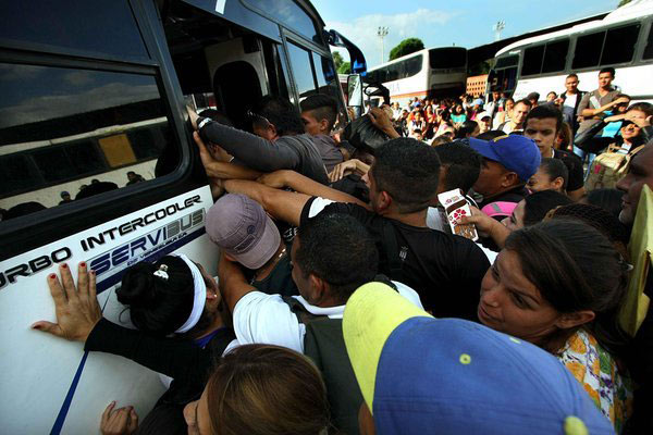 Caos en el terminal de San Cristóbal | Foto: Noticia al Día