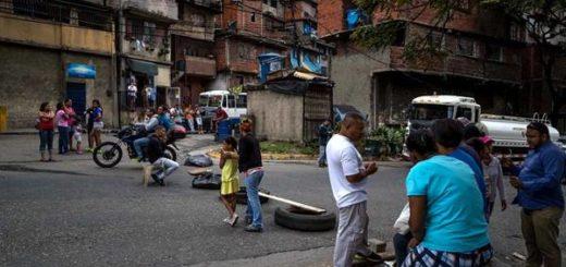 Siguen las protestas en varias zonas de Venezuela por falta de comida, gas y agua Siguen las protestas en varias zonas de Venezuela por falta de comida, gas y agua | Foto: EFE