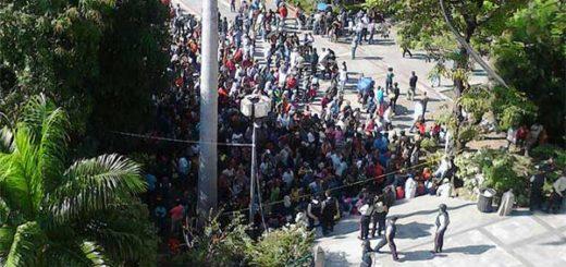 Maracayeros protestaron para exigir pago ofrecido por votar por el Psuv en municipales | Foto: Twitter