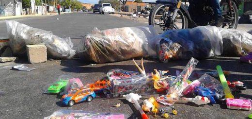 Protestaron en Cumaná por cajas CLAP, pernil y juguetes de mala calidad | Foto: @radiofeyalegria