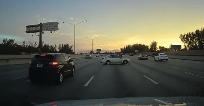 Conductor evita inminente colisión | Captura de video