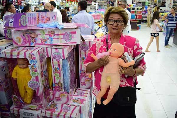 Decomisaron cientos de muñecas trans por tener pene