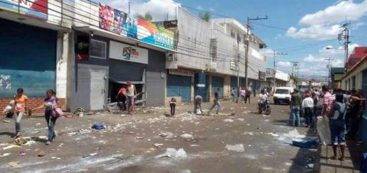 Saqueos en Calabozo | Foto: @vjmc