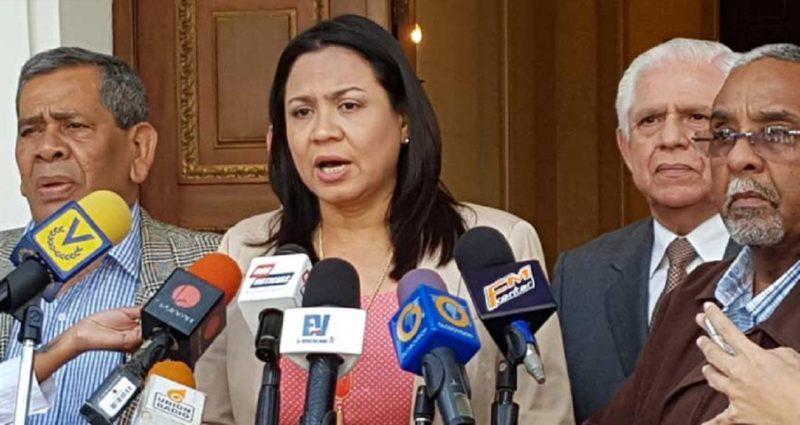 Secretaria general de Acción Democrática (AD), Dennis Férnandez.