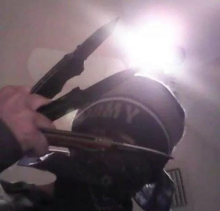 Nikolas Cruz con armas blancas.
